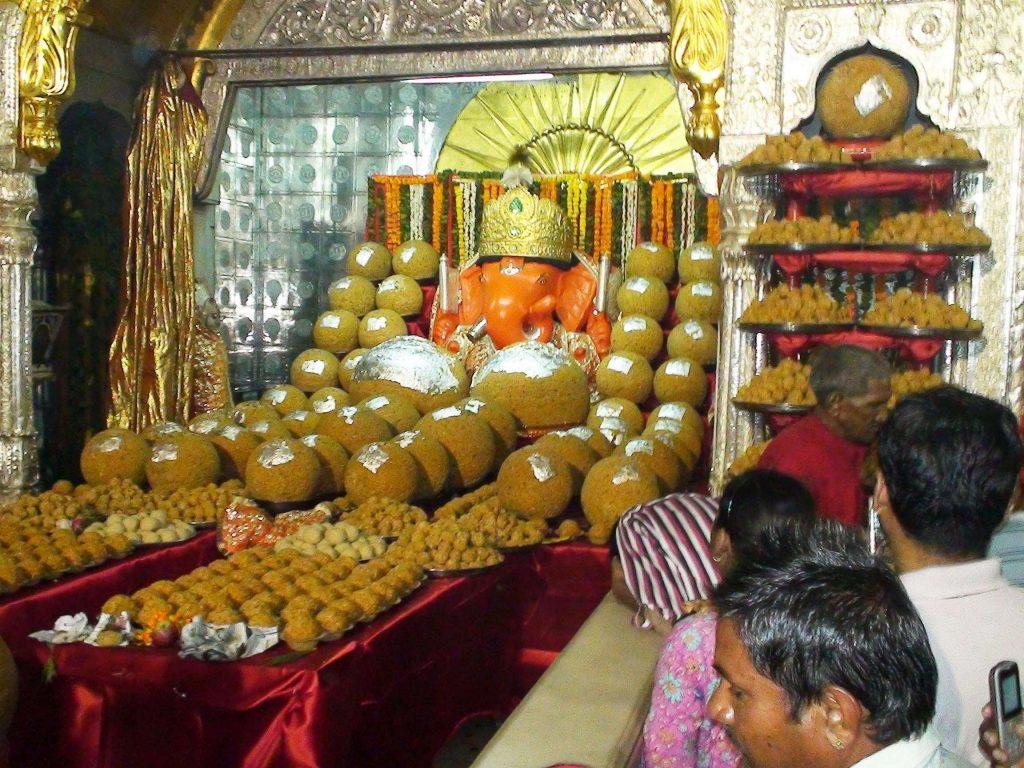 Celebration-of-ganesh-Chaturthi-at-Moti-Dungri-temple