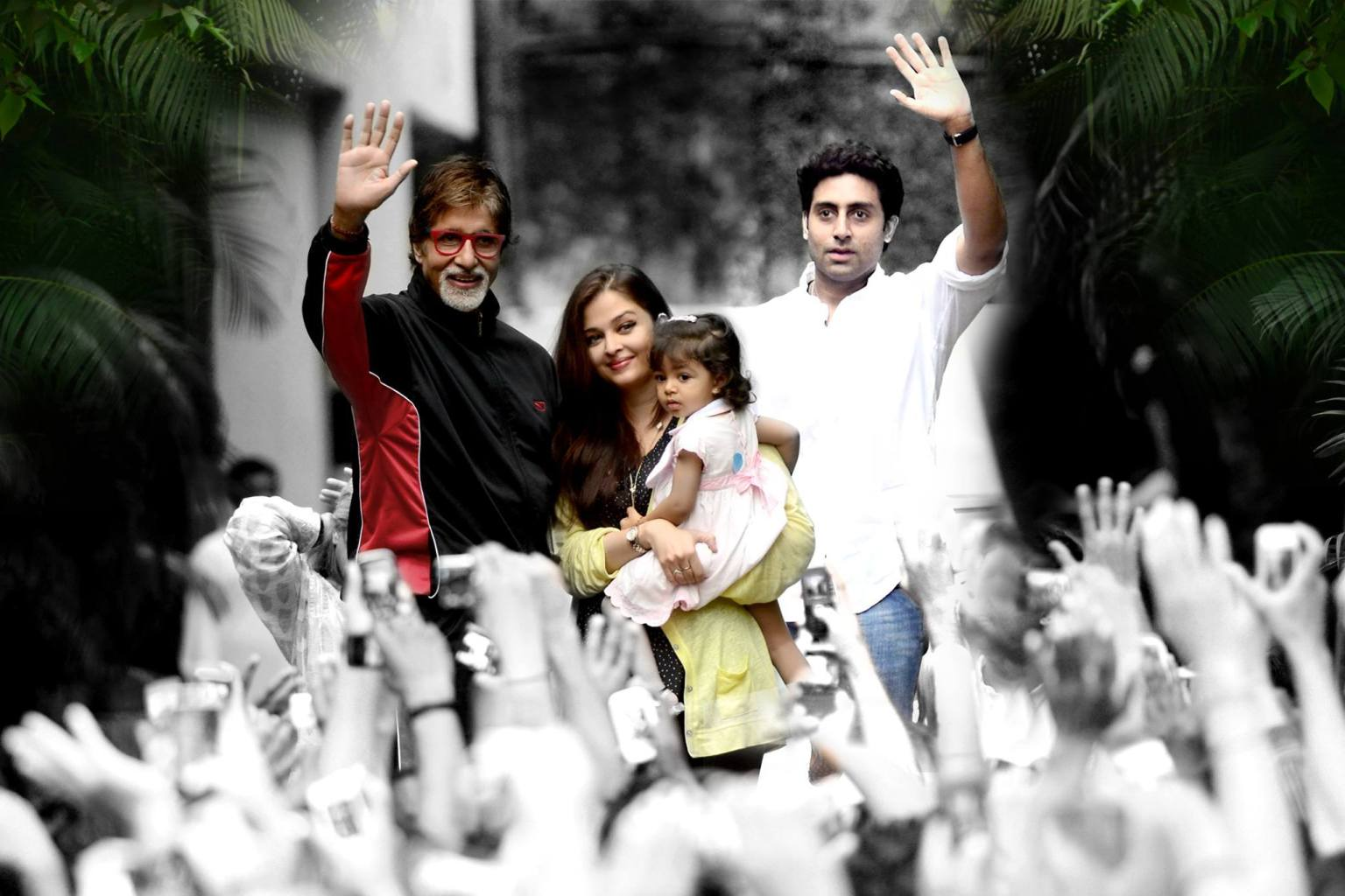 Aaradhya joins her grandfather to greet his fans on Sunday morning!