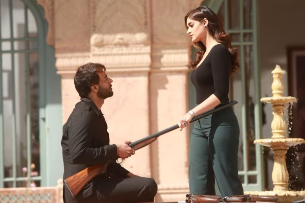 First look of the song Mere rashke quamar is out from the movie Baadshaho!