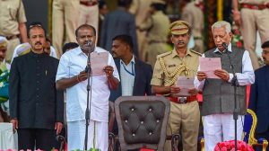 Kumaraswamy taking oath