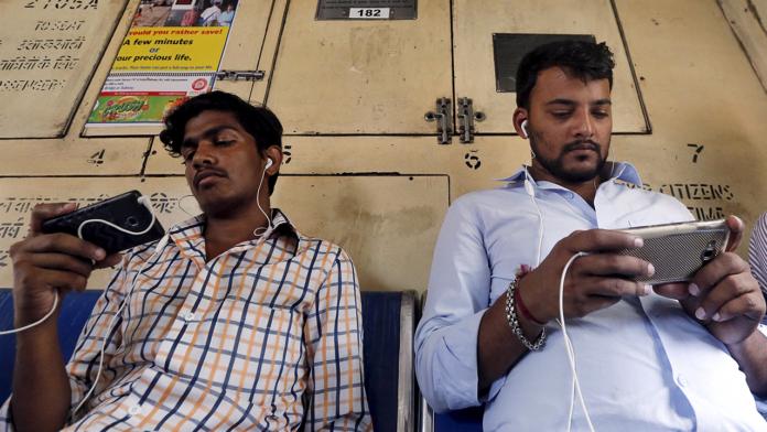 Indians Using Smartphones
