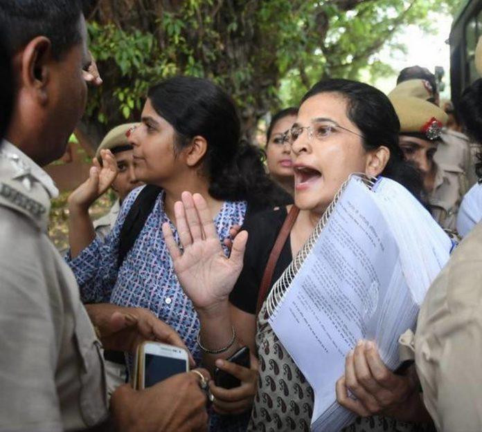RTI activists outside Rashtrapati Bhavan to submit a petition to President Ram Nath Kovind