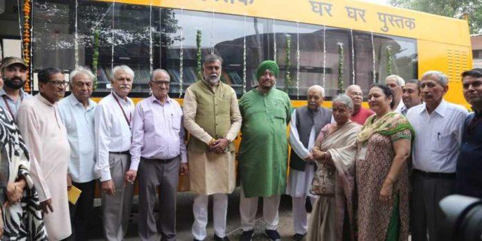 The five-bus mobile library service was launched under the 'Ghar Ghar Dastak Ghar Ghar Pustak' Scheme