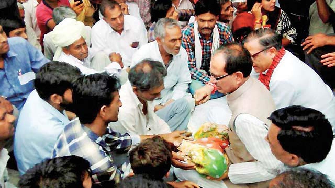 shivraj-chouhan-attacks-kamal-nath-farmers=protests