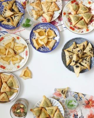 A Taste of Israel (Challah, Jerusalem Bagel, Sabich, Bourekas, Khachapuri, Rugelach, Sambusak, Shakshuka, Ash Tanur, Halva)