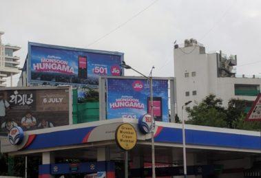 This is an image of JIO billbords in Bandra, Mumbai