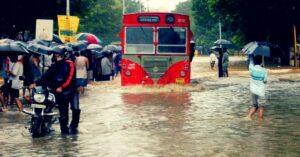 mumbai-floods-good-samaritans