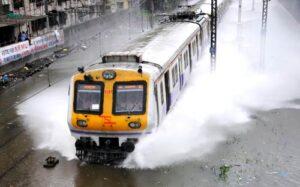 mumbai-train-in-rain