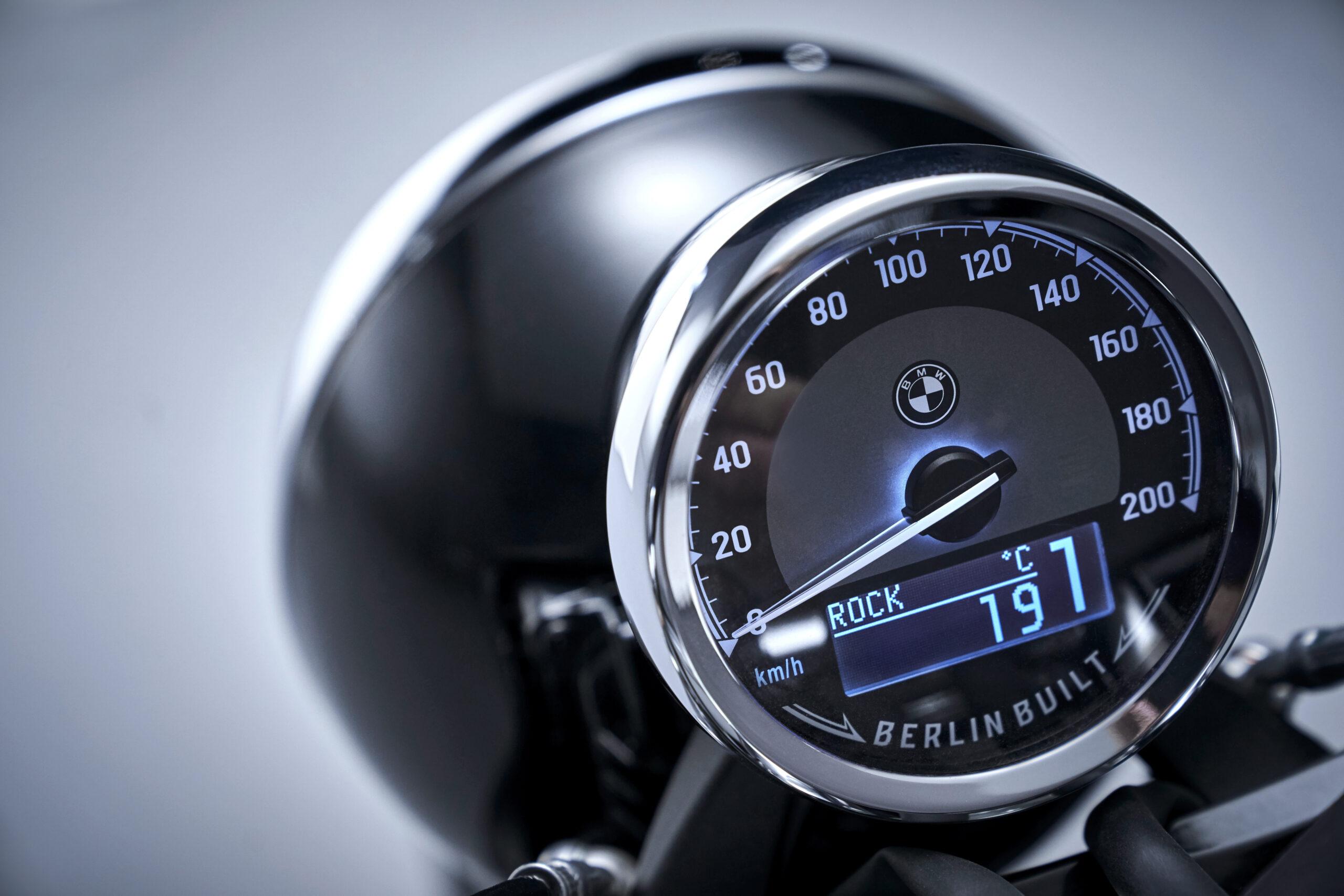 BMW R 18 instrument console