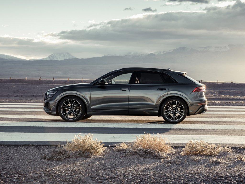 Audi-Q8-Celebration-Side