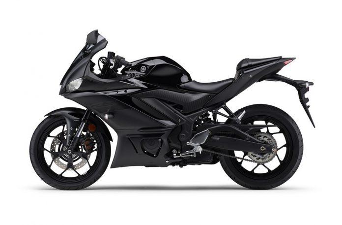 2021-Yamaha-R3-Side